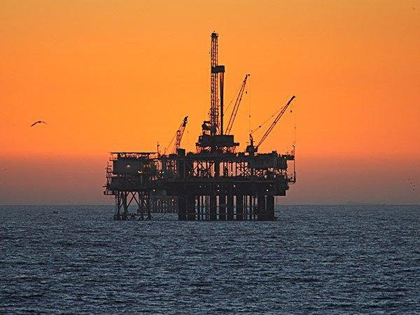 Depois de bater mais de 4 milhões de barris por dia em janeiro, produção de petróleo e gás recua