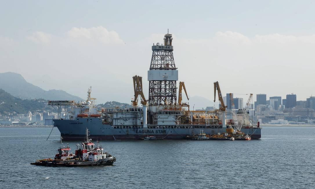 Plataforma de Petróleo na Baía de Guanabara -  Foto - Brenno Carvalho - Agência O Globo