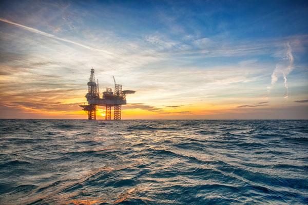 Setor de óleo e gás pode atrair US$ 225 bi em aportes até 2026, diz EY