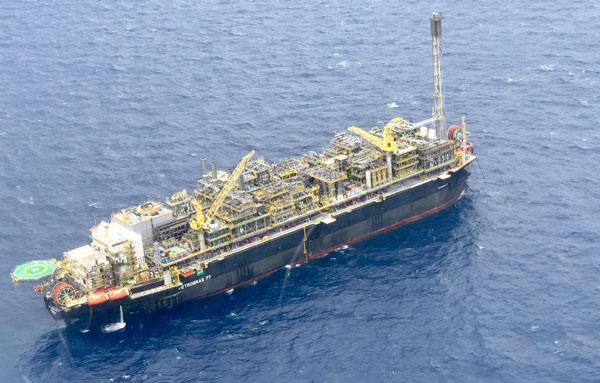 Resultado de imagem para Petrobras recebe aval do Ibama para produzir com a plataforma P-77